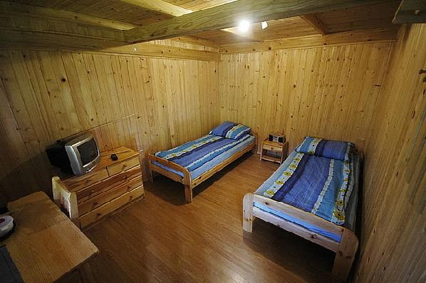 4-osobowy z dwiema oddzielnymi sypialniami