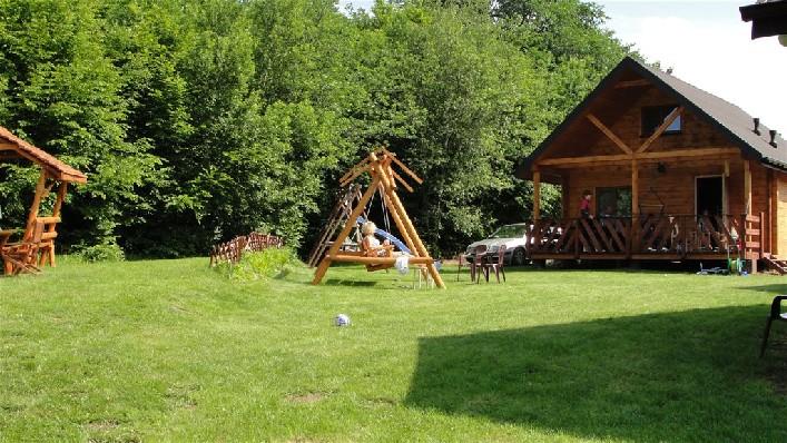 Domek z widokiem na plac zabaw